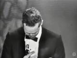 Чарлтон Хестон получает Оскар за лучшую мужскую роль в фильме